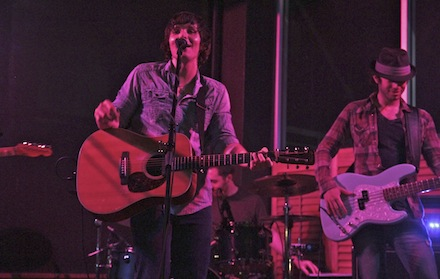 Young Mississippian Charlie Worsham pens long-term record deal with Warner Music Nashville