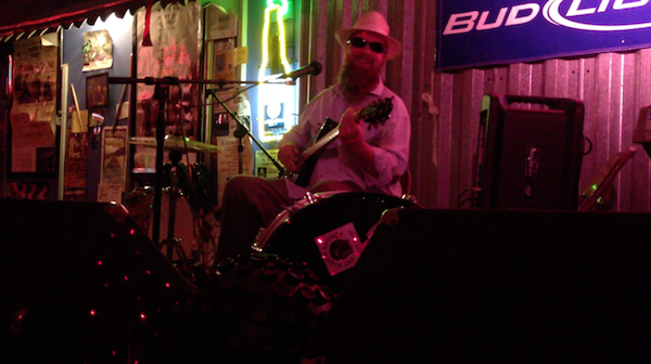 Sean Bad Apple at Bluesberry Cafe in Clarksdale. Photo by DB.