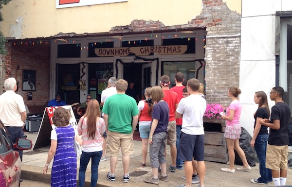 A collection of high school students from all over the US visit Clarksdale to learn about the blues.