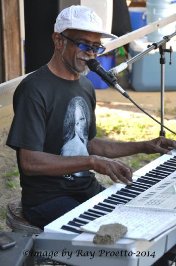 Larry Dee Outside Ground Zero Clarksdale Juke Joint Festival 2014