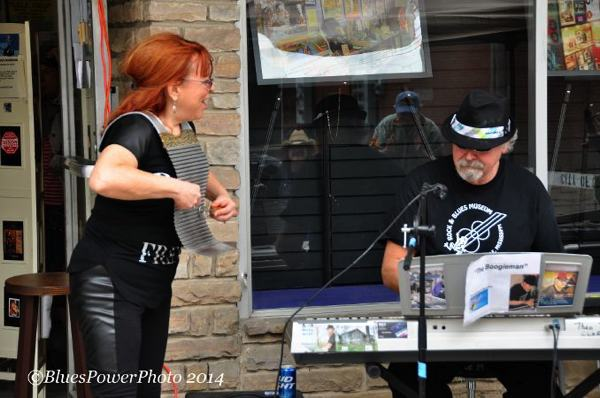 Liz and Theo @ Rock N Blues Museum Clarksdale Juke Joint Festival 2014