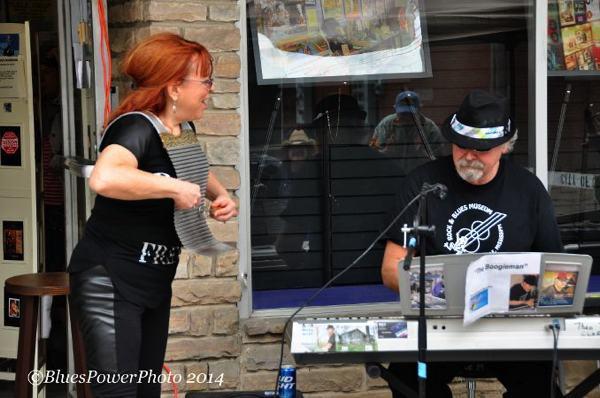 Liz and Theo @ Rock N Blues Museum Clarksdale Juke Joint Festival 2014