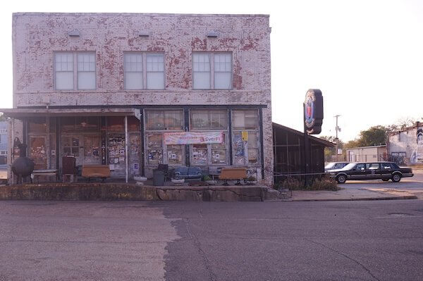 Ground Zero Blues Club in Clarksdale. Photo by Andrea Vlonk