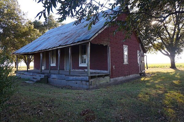 Shack close to Muddy Water's home site as seen on Delta Bohemian Tour. Photo by Andrea Vlonk