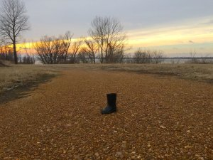 A lone boot next to the Mississippi River.