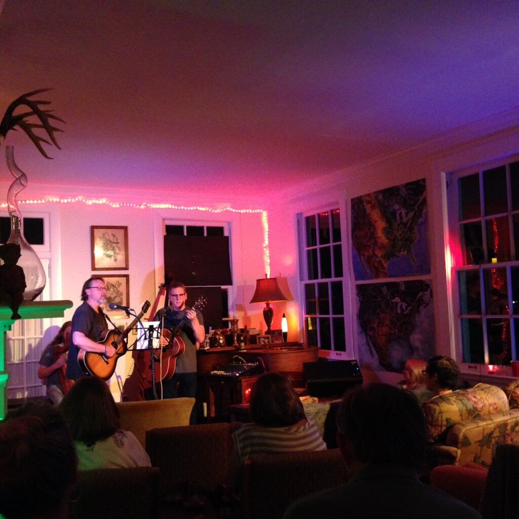 Photograph by Publisher for Clarksdale Entertainment Press Register of Clarksdale White House during one of their Home Concert Series.